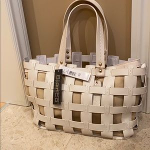 Light weight woven purse with removable insert